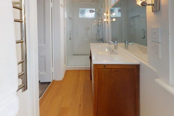 Kelburn-1-Bedroom-Apartment-A-Bathroom