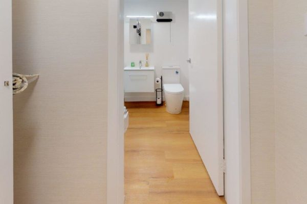 Kelburn-1-Bedroom-Apartment-B-Bathroom